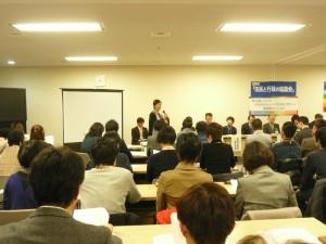 この日の協議会で講演とコメントに立った、早稲田大学教授で労働法とジェンダー法が専門の浅倉むつ子さん。浅倉さんが委員を担い、実現した性の多様性を包摂する「多摩市女と男の平等参画を推進する条例」について確認、東京都や地方自治体へのさらなる働きかけの必要性が、200人を優に超えた参加者らによって共有された