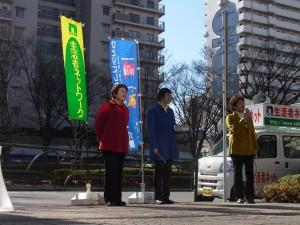 今年夏の参院選の全国比例区で立候補を予定する、前参議院議員大河原まさこさんを、東京・生活者ネットは推せん。国政に市民の議席を取り戻そうと、連日、各地で遊説活動に取り組んでいる。アピールする大河原まさこさん。生活者ネット都議の西崎光子(左)と前練馬区議の菊地靖枝。1月28日、練馬区で
