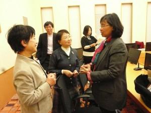 インドネシア・レニーロザリン副大臣と。東京・生活者ネットワークから小松久子都議会議員(杉並区)が、子どもの権利条例東京市民フォーラムからは事務局メンバーらが参加