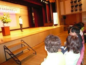 全国交流集会の第2部「大河原まさこ決起集会―市民社会を強くする」でアピールする、東京・生活者ネット代表委員/都議会議員の西崎光子