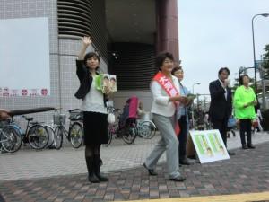 選挙戦7日目、品川区大井町駅前での遊説。品川・生活者ネット区議の田中さやか、吉田ゆみこが応援遊説。衆議院議員の松原仁さんも応援に駆けつけた。6月28日