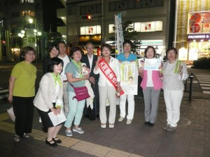 練馬駅前で。古賀茂明さん、西東京ネット市議のかとう涼子、練馬ネット区議のきみがき圭子、橋本けいこ、やない克子や練馬勝手連のメンバーと。6月30日