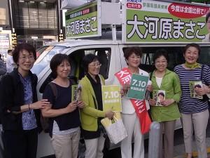 江東区での遊説で、江東ネット区議のずし和美や、江東勝手連のメンバーとともに。7月2日