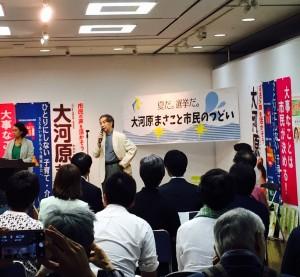 八王子での個人演説会には、小児科医の山田真さんも応援にかけつけた。7月5日、学園都市センターギャラリーホールで